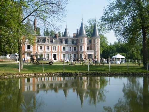 Fontenay Trésigny France Booking