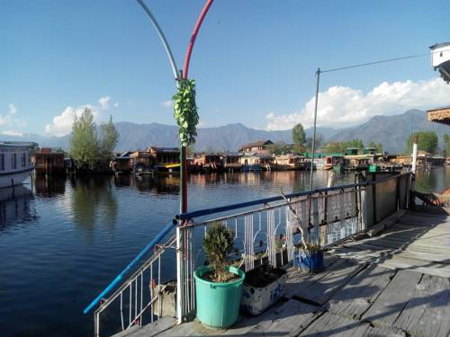 Srinagar India Reservation