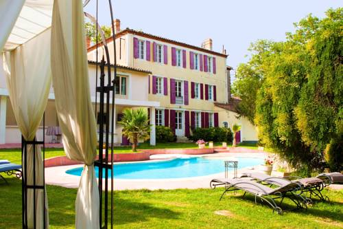 Labastide D'Anjou France Booking