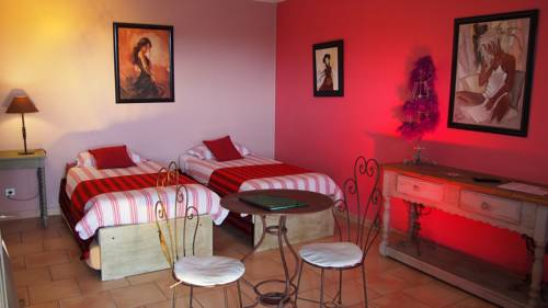 Coustellet France Booking