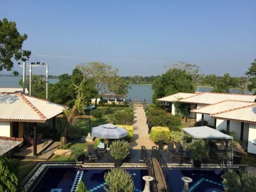 Sri Lanka Hotel Room